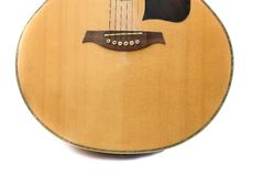 Instrument de musique de corps de guitare acoustique sur le fond blanc photos libres de droits
