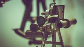 Instrument maritime de télescope de jumelles de vintage photos stock