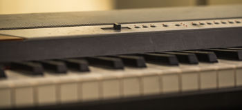 instrument muzyczny, pianino wpisuje zbliżenie zdjęcia stock