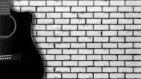 Instrument muzyczny - sylwetka gitara akustyczna bielu cegła Obraz Stock