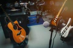 Instrument muzyka rockowa, muzykalnego zespołu audio dokumentacyjny pokój, pracowniany nagranie/w domu/ zdjęcia stock