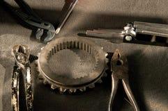Instrument och hjälpmedel för att arbeta på mekaniska delar Royaltyfria Foton