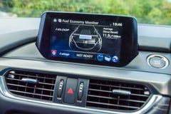 Instrumentbräda Mazda3 2016 Arkivbild