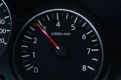 Instrumentbrädabil med hög definition och maximal hastighet på motorn arkivbild