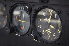 Instrumentbrädahöjdmätaredetalj av ett flygplan Arkivbild