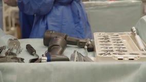 Instrumente im Operationsraum stock video