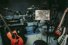 Instrumentenrock/de muzikale ruimte van het band thuis audioverslag/studioopname Stock Foto's