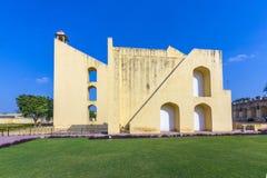 Instrumento astronómico en el observatorio de Jantar Mantar foto de archivo