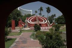 Instrumento astronómico en el observatorio de Jantar Mantar, Delhi, la India Foto de archivo