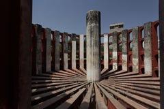 Instrumento astronómico en el observatorio de Jantar Mantar, Delhi, la India Imagen de archivo libre de regalías