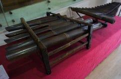 Instrumento de música tradicional hecho de bambú en el museo Jakarta admitida foto Indonesia de Kota Tua Foto de archivo
