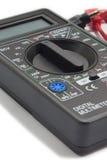 Instrumento do multímetro com fios no fundo branco Fotos de Stock