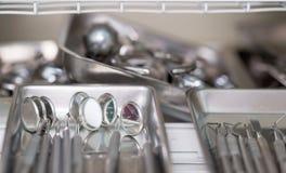 Instrumento estomatológico en la clínica de los dentistas Operación, reemplazo del diente Imagen de archivo