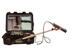 Instrumento industrial para la medida de la radiación de fondo aislada en el fondo blanco Imágenes de archivo libres de regalías