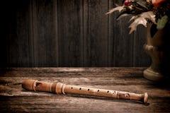 Instrumento musical antigo da flauta de madeira velha do registrador Imagem de Stock Royalty Free