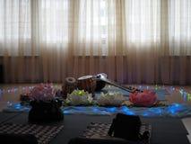 Instrumento musical indiano, nome Mirudangam ou Tabla e Sitar R?ssia, Saratov - 5 de abril de 2019 imagens de stock