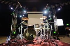 Instrumentoes de percusión en escena Fotos de archivo libres de regalías