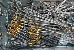 Instrumentos cirúrgicos para a cirurgia cardíaca aberta após o revestimento Fotografia de Stock Royalty Free