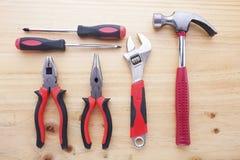 Instrumentos da diferença em uma tabela de madeira Fotografia de Stock Royalty Free