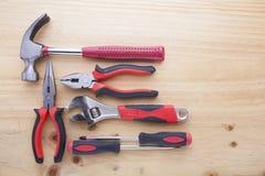 Instrumentos da diferença em uma tabela de madeira Imagens de Stock Royalty Free