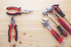 Instrumentos da diferença em uma tabela de madeira Foto de Stock Royalty Free
