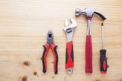 Instrumentos da diferença em uma tabela de madeira Imagem de Stock Royalty Free