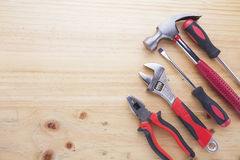 Instrumentos da diferença em uma tabela de madeira Fotos de Stock