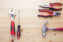 Instrumentos da diferença em uma tabela de madeira Foto de Stock