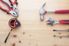 Instrumentos da diferença em uma tabela de madeira Imagem de Stock