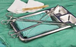 instrumentos de la sutura en el cuarto del opertion fotografía de archivo libre de regalías