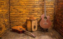 Instrumentos de música acústicos fotos de archivo