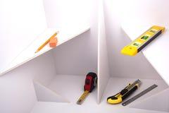 Instrumentos de medida en la construcción blanca. Fotografía de archivo