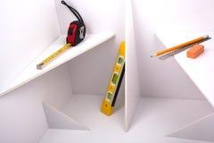 Instrumentos de medida en la construcción blanca. Foto de archivo