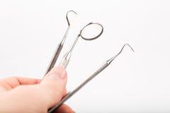 Instrumentos dentais básicos do exame da mão ajustados Fotografia de Stock Royalty Free