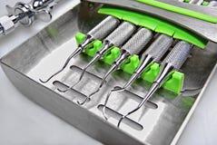 Instrumentos dentales imagen de archivo libre de regalías