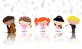 Instrumentos musicais de jogo de crianças Fotos de Stock Royalty Free