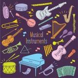 Instrumentos musicales del garabato en color en colores pastel libre illustration