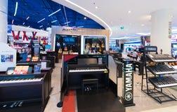 Instrumentos musicales en Siam Paragon Mall, Bangkok Imagenes de archivo
