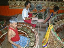 Instrumentos musicales tradicionales en la tribu de Mona, Tailandia Fotografía de archivo