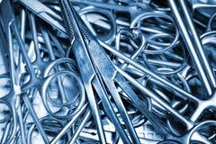Instrumentos quirúrgicos. Imagenes de archivo