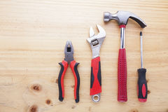 Instruments de différence sur une table en bois Image libre de droits