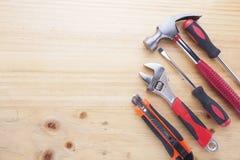 Instruments de différence sur une table en bois Photographie stock libre de droits