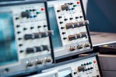 Instruments de mesure numériques modernes Équipement à haute fréquence photographie stock libre de droits