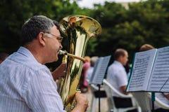 Instruments de musique de jeu d'hommes Photo stock