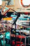 Instruments de musique sur l'étape et dans l'étape d'orchestre Image libre de droits