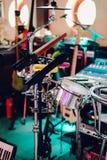 Instruments de musique sur l'étape et dans l'étape d'orchestre Photographie stock