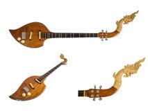 Instruments de musique thaïlandais, goupille en bois électrique d'isolement sur le fond blanc Chemin de coupure Images stock