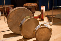 Instruments de percussion traditionnels image stock