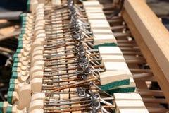 instrumentu muzycznego Stary i ?amany klawiaturowy ochraniacz zdjęcie stock