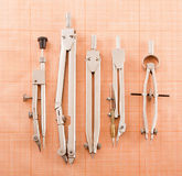 Instrumenty dla rysować na wykresu papierze. Obraz Stock